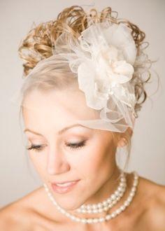 Para usar casquete, noiva precisa combinar o acessório com penteado e vestido - BOL Notícias