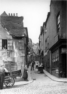 Drury Hill, Nottingham, United Kingdom This picturesque street once stood where the Broadmarsh Shopping Centre is today. The lane was only 10 inches wide at its narrowest point. Victorian Street, Victorian London, Vintage London, Old London, Victorian Life, Nottingham City, Wales, Medieval Life, Victorian