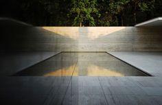 Ludwig Mies van der Rohe Barcelona Pavilion Pool   Gardenista