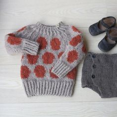 Fullmåne (norwegian version) knitted sweater and bloomers for baby Knitting For Kids, Baby Knitting, Knitted Baby, Toddler Fashion, Kids Fashion, Kids Calendar, Kid Styles, Kids Wear, Pulls