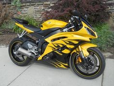 2008 Yamaha YZF--R6 im so buying this for my bday in a couple months...if I can find it