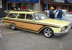 1960 Ford faux woodie surf wagon Ford Lincoln Mercury, Dragon Wagon, Station Wagon Cars, Woody Wagon, Ford Classic Cars, Old Fords, Ford Motor Company, Hot Cars, Custom Cars