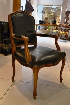 Five French Louis XV Leather Bergere Chairs Antique Chairs, Vintage Chairs, Vintage Furniture, Cool Furniture, Painted Furniture, Living Room Furniture, Furniture Design, Louis Xv Chair, Bergere Chair