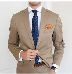 You'll be surprised at how easy it is to pull together this elegant menswear style. Just a tan suit paired with a white dress shirt. Tan Suit Men, Khaki Suits, Brown Suits, Mens Suits, Dress Shirt And Tie, Suit And Tie, Suit Fashion, Mens Fashion, Suit Combinations