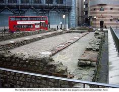 Roman Temple of Mithras in London, sits amongst the hustle and bustle of London circa 54 BC London History, British History, London Museums, London City, Culte De Mithra, Roman Britain, Empire Romain, England And Scotland, Westminster Abbey