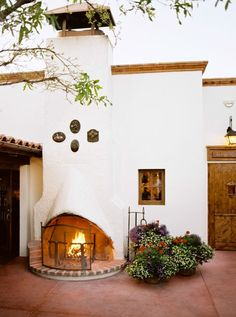 Southwest Inspired Rehearsal Dinner at The Historic El Chorro Lodge Hacienda Style Homes, Spanish Style Homes, Spanish House, Spanish Style Interiors, Hacienda Decor, Spanish Style Decor, Mission Style Homes, Spanish Style Bathrooms, Spanish Revival