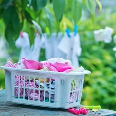 Top Tips on Making your White Clothes Whiter ideal for Baby Clothes Cleaning White Shirts, Laundry Hacks, Plastic Laundry Basket, White Outfits, Make It Yourself, Baby, Clothes, Tops, Modern