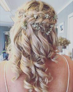 Nydelige Monica er sommerens siste Breezebrud!💞 Gratulasjoner til brudeparet👰💑 #lengelevekjærligheten Frisø Amanda, Hairstyle, Long Hair Styles, Bride, Beauty, Instagram, Summer, Hair Job, Wedding Bride