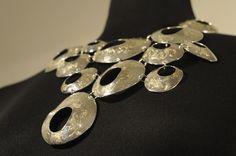Se non conosci i gioielli, conosci almeno il tuo gioielliere. If you don't know jewelry, know the jeweler.  (Warren Buffett)