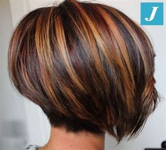 Excellent Screen Auburn Hair bob Strategies If you have considered all of the quite a few tones involving reddish colored locks as well as gott Medium Hair Cuts, Short Hair Cuts, Medium Hair Styles, Curly Hair Styles, Stacked Bob Hairstyles, Hairstyles Haircuts, Short Hair Images, Auburn Hair, Auburn Bob