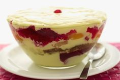Learn how to cook/make Fruit Trifle. Recipe of Fruit Trifle with ingredients and cooking instruction. Oreo Trifle, Fruit Trifle, Trifle Desserts, Trifle Recipe, Dessert Dishes, Dessert Recipes, Receita Trifle, Christmas Trifle, Christmas Christmas