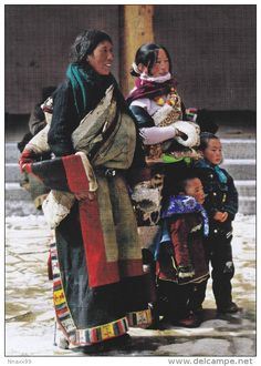 A Happy Tibetan Family, Tibet - Delcampe.net