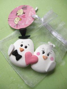 Lembrancinha para seu noivado ou casamento. Imã no formato de casal de passarinhos embalado em saquinho de organza e tag. Veja outros ítens dessa coleção.