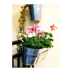 HÖSTÖ Flower box with holder IKEA Galvanized for rust resistance. Weather-resistant and durable.