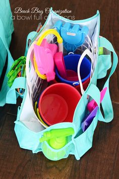 Be ready for those impromptu (and fun!) times at the pool or beach with an organized beach/pool bag. Full of practical and super useful ideas from A Bowl Full of Lemons