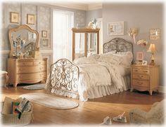 Vintage Room Ideas for Teenage Girls 2013 – vintage bedroom furniture Bedroom Vintage, Vintage Bedroom Styles, Vintage Bedroom Furniture, Shabby Chic Bedrooms, Vintage Room, Home Decor Bedroom, Vintage Style, Vintage Inspired, Vintage Beds