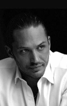 Tom Hardy what an absolutely stunning face this man has ♥ Look At You, How To Look Better, Gorgeous Men, Beautiful People, Gorgeous Movie, Beautiful Boys, Toms, My Tom, Hommes Sexy
