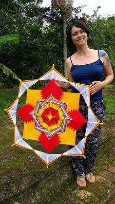 Mandala Design, Mandala Art, Decor Crafts, Diy And Crafts, God's Eye Craft, Diy Dream Catcher Tutorial, Woolen Craft, Dream Catcher Art, Dorset Buttons