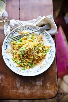Wiener Schnitzel, Pasta, Meat, Chicken, Friends, Food, Clarified Butter, Mother's Day, Food Food