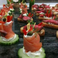 Cucumber, smoked salmon, herb/lemon cream cheese, lemon zest, red bell peppers julienne, capers & dill. Amazeballs!