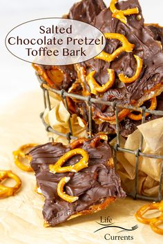 pieces of Salted Chocolate Pretzel Toffee Bark in a wire container with one piece in front and some broken pretzels around. Best Breakfast Recipes, Best Cookie Recipes, Best Dessert Recipes, Candy Recipes, Sweet Recipes, Snack Recipes, Snacks, Asian Desserts, Easy Desserts