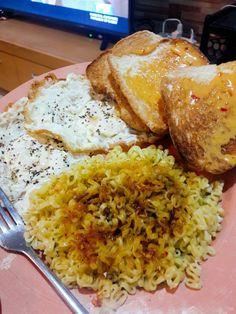 Dinner Pancit, Egg Toast, Grains, Eggs, Bread, Dinner, Cooking, Food, Dining