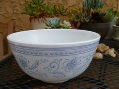 Pyrex mixing bowl Brittany blue  479 3QT. $18.00, via Etsy.