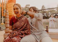 Heart-Warming Maharashtrian Couple Shots That We Loved! Marathi Wedding, Saree Wedding, Marathi Bride, Indian Wedding Planning, Wedding Planning Websites, Couple Shots, Couple Posing, Wedding Looks, Bridal Looks