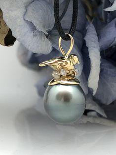Tahitian pearl. 18c gold. Grey diamonds. Alexandrite Jewelry, Tahitian Pearls, June Birth Stone, Birthstones, Diamonds, Pendant Necklace, Gemstones, Grey, Handmade