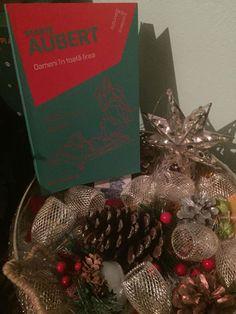 Oameni în toată firea de Marie Aubert, Editura Paralela 45 - recenzie Oslo, Christmas Wreaths, Holiday Decor, Home Decor, Decoration Home, Room Decor, Advent Wreaths, Interior Decorating