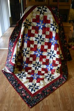Red Cream Blue & Tan American Sweetheart Quilt - Now this is really a sweet Americana Quilt, love the flower border with this quilt - Luv:)