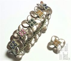 Band of Clover Bracelet Tutorial by TooTallToBead on Etsy