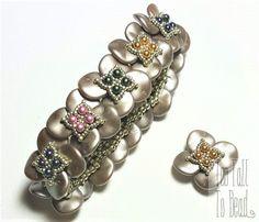Band of Clover Bracelet Tutorial by TooTallToBead on Etsy