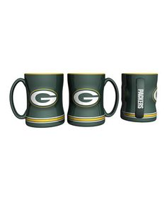 Start the day with a show of spirit using this sturdy team-themed mug. Its sculpted ceramic construction and large size, accompanied by appropriate team colors and imagery, will make it stand out with fan pride sitting on an office desk or as part of a collection at home.