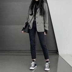 korean fashion korean style japanese ulzzang business casual aesthetic dark black grey greyscale black and white outfit ootd tomboy girl suit blaze converse Korean Fashion Dress, Korean Fashion Kpop, Ulzzang Fashion, Korean Street Fashion, 2000s Fashion, Nyc Fashion, Look Fashion, Fashion Trends, Korea Fashion