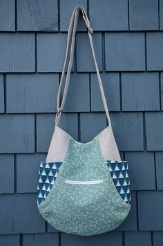 241 bag, this version by Poppyprint, link to pattern by Noodlehead