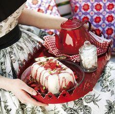 Nopea mansikka-pistaasijäädyke // Quick and easy Strawberry-pistachio Parfait Food & Style Marja Samuli Photo Timo Villanen www.maku.fi