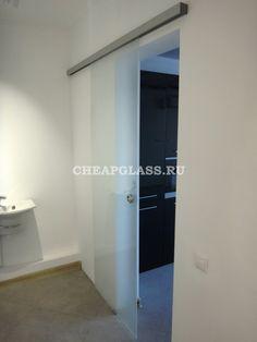 Dorma Agile 50 межкомнатные двери из белого матового стекла.