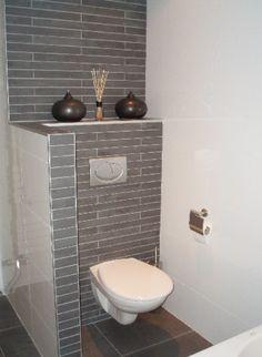 badkamer ideeen - Combi van witte en grijze tegels..