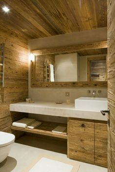 Bathroom Sink Design, Simple Bathroom Designs, Bathroom Wall Decor, Bathroom Interior, Log Cabin Bathrooms, Rustic Bathrooms, Cabin Interior Design, Chalet Design, Chic Chalet