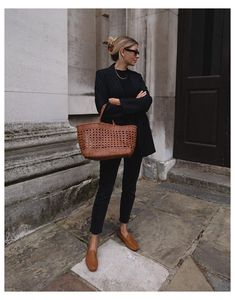 Black Loafers Outfit, Loafers For Women Outfit, Tan Loafers, Leather Loafers, Blazer And Jeans Outfit Women, Loafers With Jeans, Tan Leather, Black Mom Jeans Outfit, All Black Outfit Casual