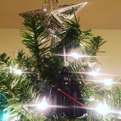 (https://m.facebook.com/story.php?story_fbid=776759849128900&id=167396253398599) #StarWars #music while decorating the tree