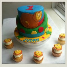 Lion themed birthday cake and cupcakes