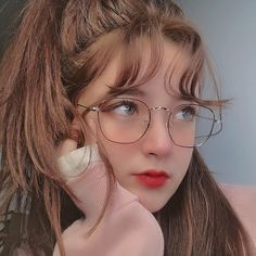 Today, I will teach you how to use these steps to complete a gentle makeup that will fascinate your dead boyfriend. Uzzlang Girl, Art Girl, Cute Korean Girl, Asian Girl, Chica Cool, Western Girl, Cute Girl Photo, Girls With Glasses, Aesthetic Girl