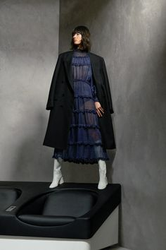 Fendi Pre-Fall 2020 Fashion Show Collection: See the complete Fendi Pre-Fall 2020 collection. Look 44 Live Fashion, Fashion 2020, Runway Fashion, Womens Fashion, Fashion Trends, Fashion Design, Fashion Inspiration, Fendi, Vogue Paris