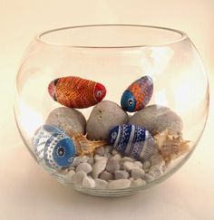 Looking for some easy painted rock ideas to get inspired by? See more ideas about Rock crafts, Painted rocks and Stone crafts. Pebble Painting, Pebble Art, Stone Painting, Rock Painting, Diy Painting, Stone Crafts, Rock Crafts, Arts And Crafts, Diy Crafts
