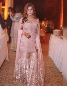 Ideas Camping Style Outfit Womens Fashion For 2019 Party Wear Indian Dresses, Pakistani Formal Dresses, Pakistani Wedding Outfits, Pakistani Dress Design, Lehenga Wedding, Sharara Designs, Casual Dresses, Fashion Dresses, Shadi Dresses