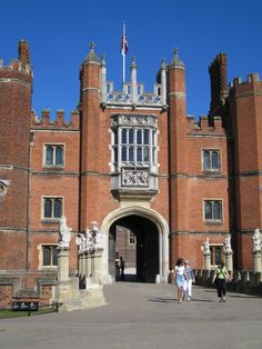Hampton Court -  Home of Henry VIII