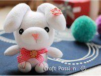 fabrication de petits lapins de paques avec des chaussettes
