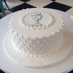 Hayden - This cake is a symbol of the eucharist or first communion and is perfect for a themed party. The white color of the cake and the bread and wine logo are all symbols of the eucharist. It also happens to look magnificently scrumptious. First Holy Communion Cake, Holy Communion Dresses, Comunion Cakes, First Communion Decorations, Religious Cakes, Confirmation Cakes, Occasion Cakes, Girl Cakes, Celebration Cakes